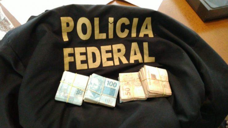 Dinheiro apreendido na casa de um dos suspeitos investigados na operação